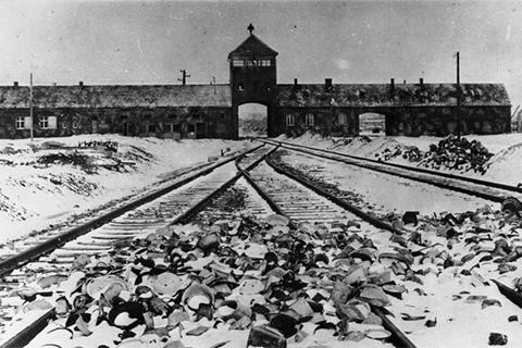Billede af porten ind til Auschwitz