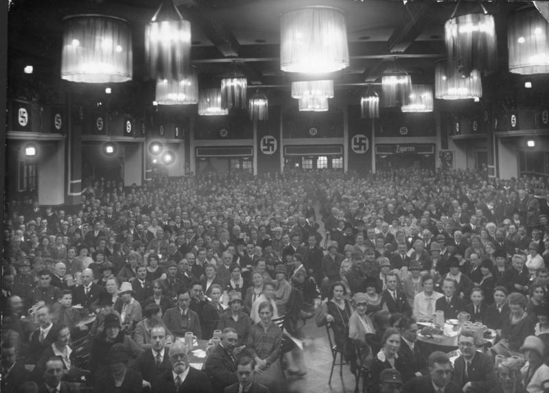 Billedet viser et NSDAP-møde i München