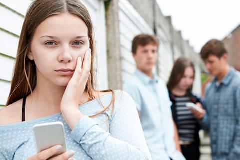 Nedtrykt ung pige