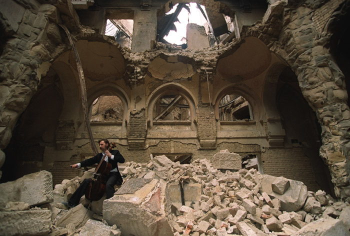Det bombede Nationalbibliotek i Sarajevo 1992 (foto: Mikhail Evstafiev)